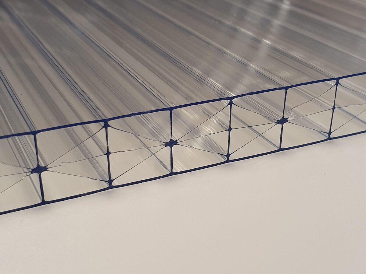 16 mm víztiszta Strong 5X két oldalon UV védett (8 388 Ft+Áfa/m2)
