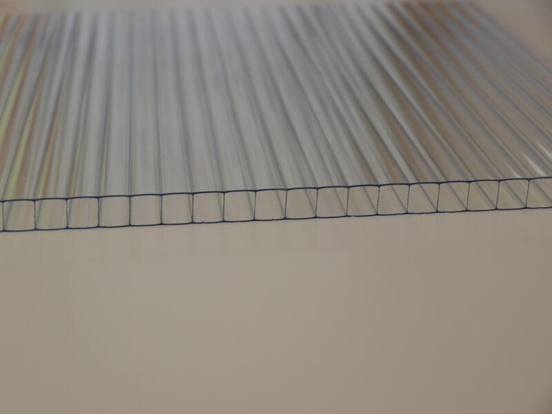 6 mm víztiszta Standard egy oldalon UV védett (3 089 Ft+Áfa/m2)