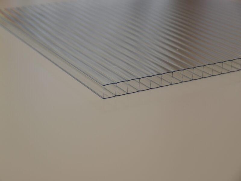 8 mm víztiszta Strong egy oldalon UV védett (3 564 Ft+Áfa/m2)